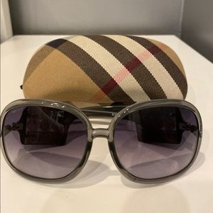 Burberry sunglasses Great Condition